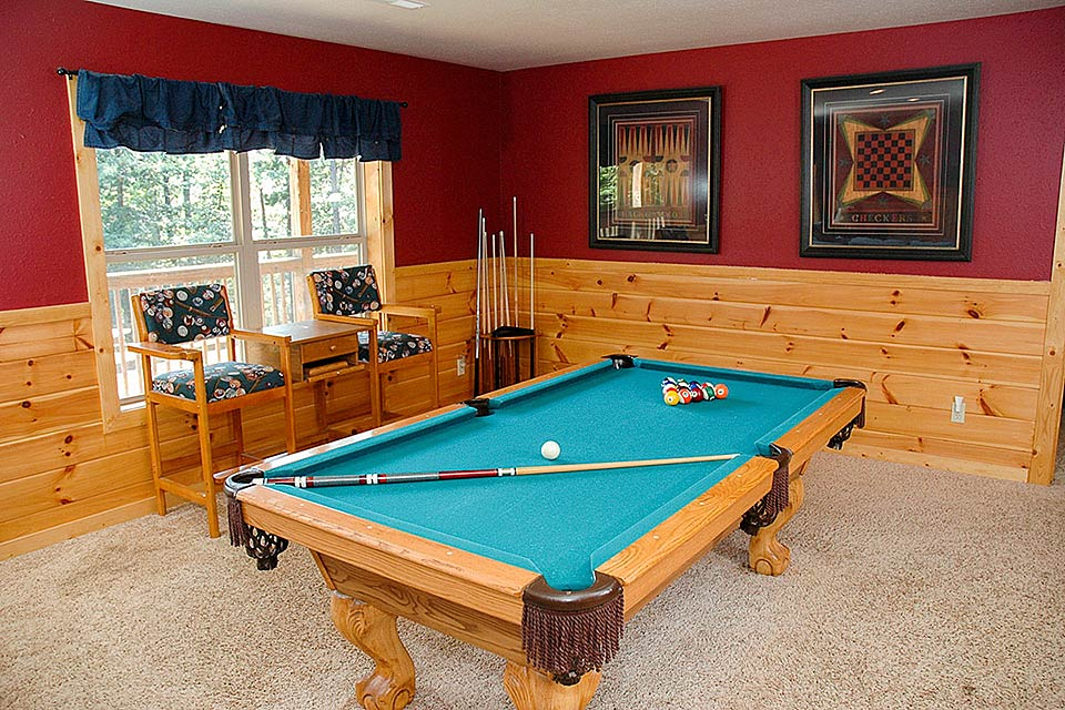 Have fun in the game room with pool table